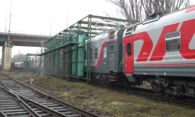 А вы знаете как моют железнодорожные вагоны?