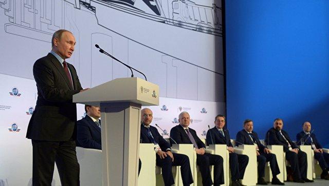 Президент России Владимир Путин выступил в МИИТе на пленарном заседании Съезда транспортников России