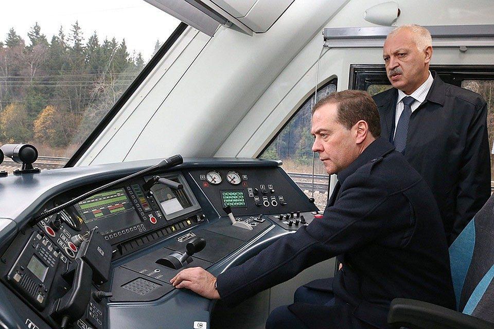 Дмитрий Медведев посетил станцию Бекасово-Сортировочное и осмотрел электропоезд «Иволга»