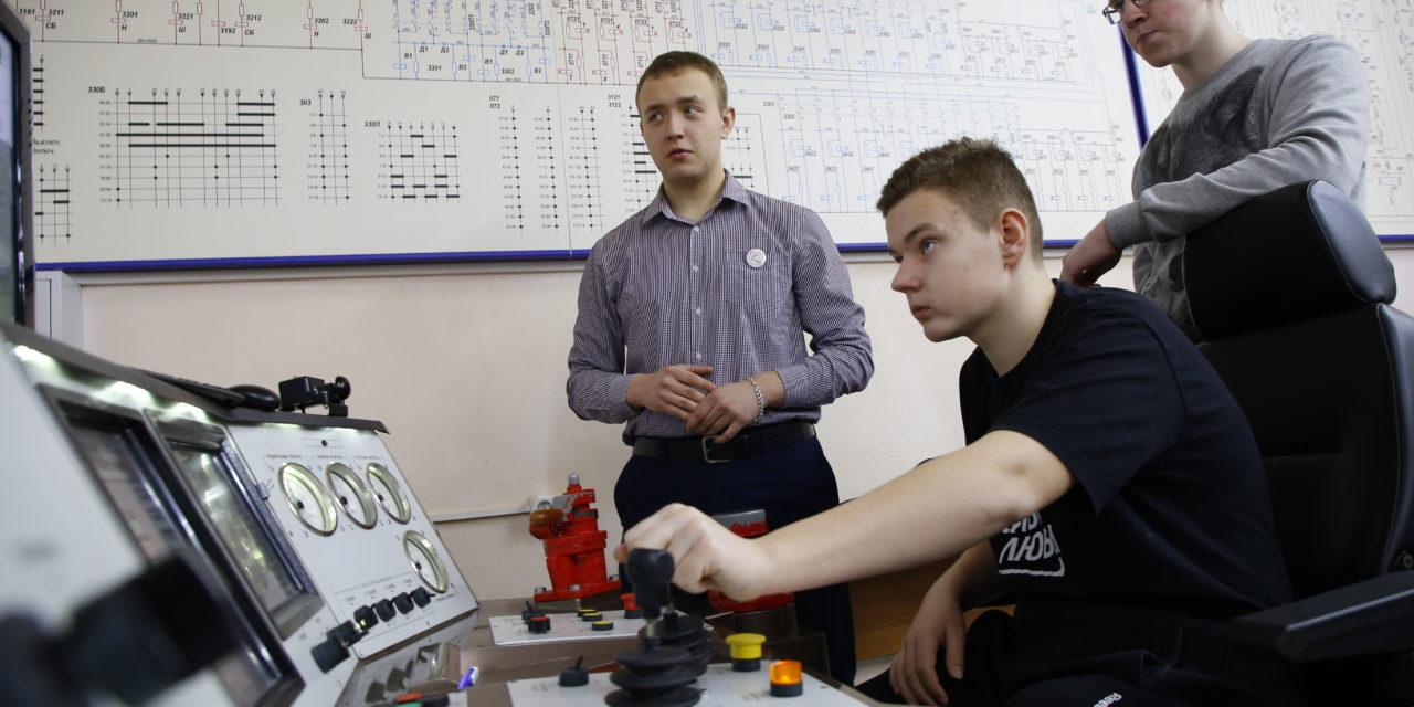 Мастер-классы по технике и технологиям наземного транспорта представили в ГБПОУ КЖГТ