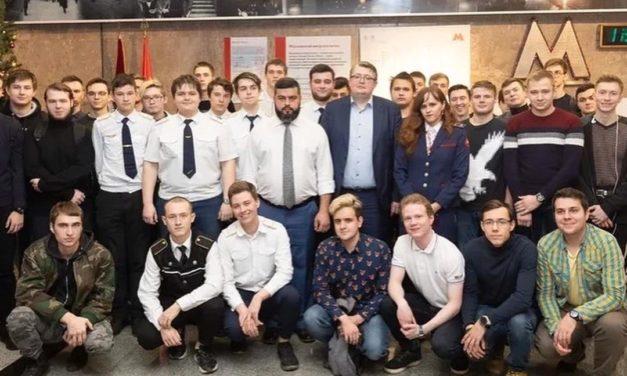 Студентам вручили именные награды за работу в студотрядах Московского метрополитена